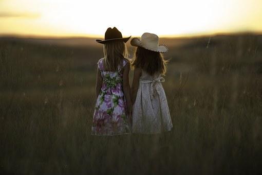 sisters-931151__340